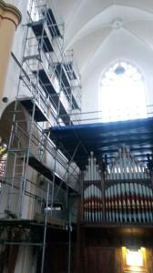 Nicholson-orgel omlijst door Steigers